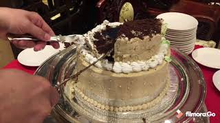 How to cut two tiered cake