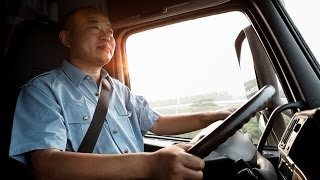 preview picture of video 'Volvo Trucks - Fuelwatch: A truck driver's journey - Part 1'