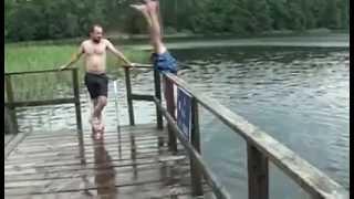 Невероятно СМЕШЕН Фал при скок във вода!!!