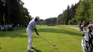 preview picture of video 'Lee Westwood rips driver at Wentworth @BMWPGA2012'