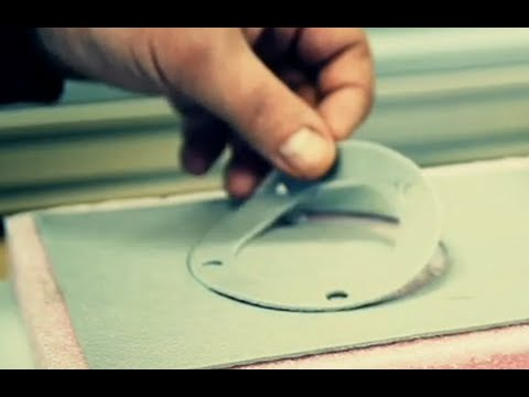 Cutting rubber seal with a tangential knife