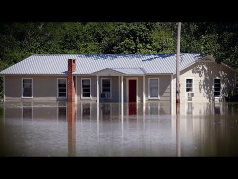 In month four of an epic flood in Mississippi's Delta region, residents still struggle to save their homes and some farmers realize they won't plant an acre this year. (May 29)