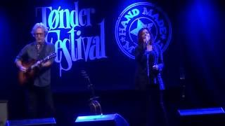 Rosanne Cash with John Leventhal - The Way We Make A Broken Heart