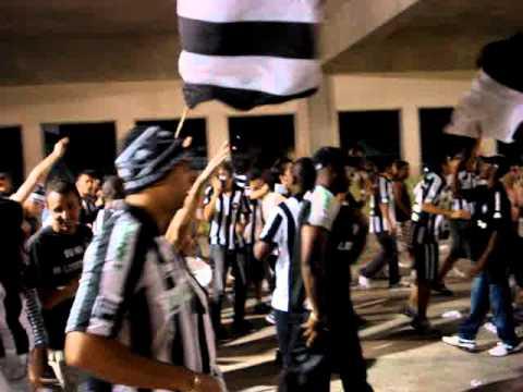 """""""Loucos Pelo Botafogo-Eu sou um louco/Contigo eu quero estar"""" Barra: Loucos pelo Botafogo • Club: Botafogo"""