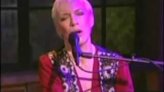 Annie Lennox SWEET DREAMS (acoustic TV Performance)