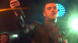 Mark Feehily Under The Bridge Fulhan 17/12/17 'Only You'