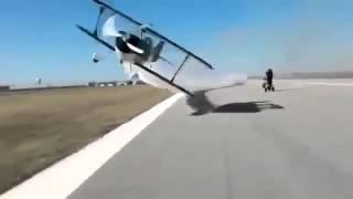 Uçak Kadının Üzerinden Geçiyor !