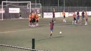 L'occasionissima dell'Axa contro il Futbol:incrocio dei pali