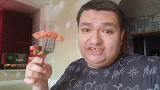 Обедаю картошкой пюре и красной рыбой Кита в 11:45 утра