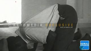 preview picture of video 'Mogadishu 1956 - Downtown Mosques'