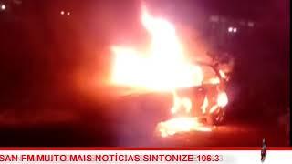 Incêndio destrói carro em Capitão Leônidas Marques