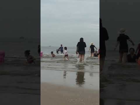Thảo Vi tắm biển Long Hải