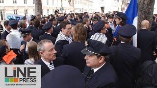 preview picture of video 'Pilotes d'Air France devant l'Assemblée Nationale / Paris - France 23 septembre 2014'