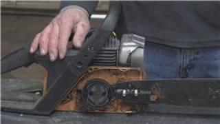 Home Improvement Projects & Tools : How Does A Chain Saw Bar Oiler Work?