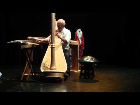 Luc Vanlaere plays the harp, hang, guzheng and kotamo during the same composition.