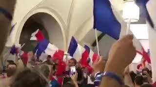 Франция празднует - в Московском метро.