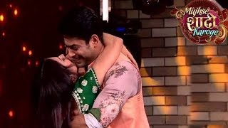 Siddharth Shukla Kissed Shehnaaz Kaur Gill On Stage !!