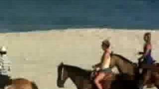 Britney Spears monta a caballo en la playa