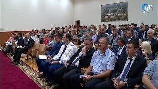Андрей Никитин и работники сферы ЖКХ поговорили о благоустройстве, социальной сфере и дорогах
