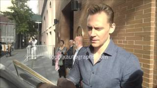 Том Хиддлстон, Tom Hiddleston - SIGNING AUTOGRAPHS while promoting 'Crimson Peak' in NYC