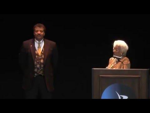 Neil Tyson Receives the 2015 Cosmos Award