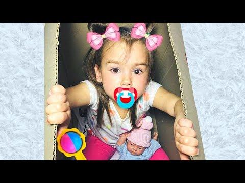 София и веселые соревнования с игрушками и с маленькой дома