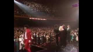 Michael Jackson, Elizabeth Taylor And USA For Africa Artists Singing We Are The World - 1986 AMA's