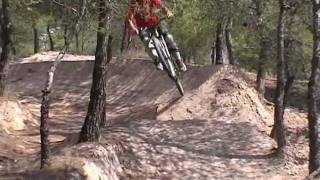 preview picture of video 'Trailer dirt Jump freeride ...rider: gregory (Sax vs Guijarro)'