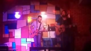 Happy Beatle en Cavern Club Paseo La Plaza 11 - Blue Suede Shoes - Elvis