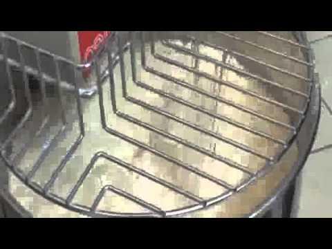 video 1, Pétrin à spirale Tri cuve et tête fixes 83 Litres