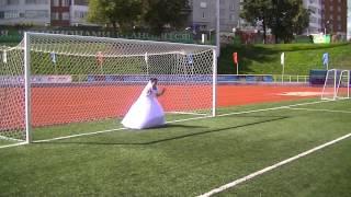 Свадебный пенальти в девятку.
