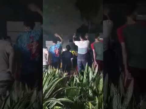 Gagal Negoisasi Turunkan Baleho Prabowo-Sandi, Polisi Pulang Diiringi Lagu Tugasmu... Mengayomi
