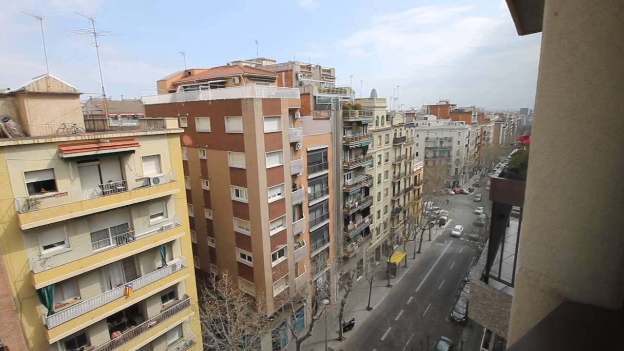 Refurbished 2 bedroom apartment with balcony in Gràcia neighbourhood, workers and postgraduates only