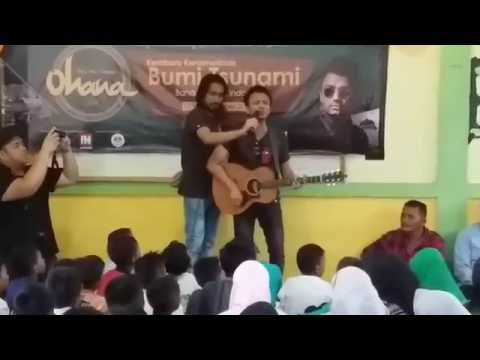 Faizal Tahir with anak2 yatim di Bumi ACEH
