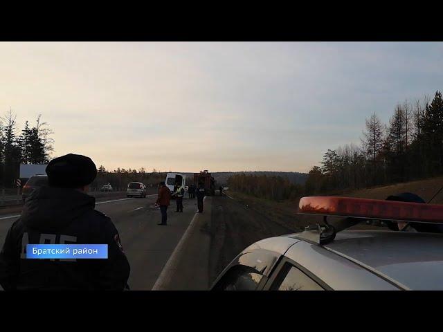 В Братском районе столкнулись маршрутка и грузовик
