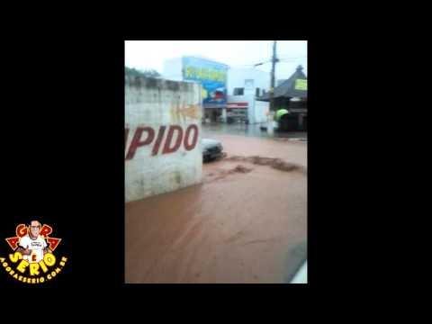 São Lourenço da Serra Tomada por lama - Vídeo Celular