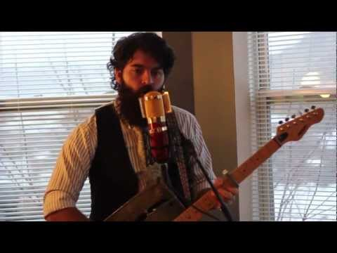 La Vie En Rose (Louis Armstrong Cover) - Logan Kendell (and his Gas Can Guitar)