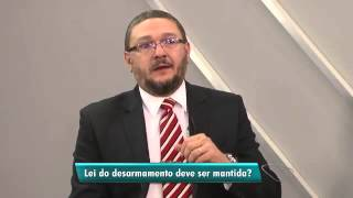 Bene Barbosa humilha desarmamentista