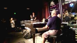 Ericka cantando en 88 keys Seattle