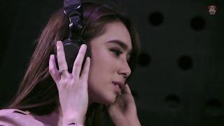 Gambar cover Radja - Biarkan Waktu Menjawab (Official Music Video)