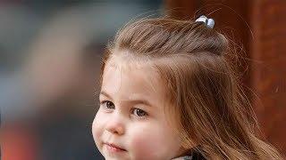 """菲利普亲王宠爱夏洛特,指着小公主和凯特交流,眼神放光表情可爱 , 英国史上最""""特殊""""国王,女王身体日渐衰弱,威廉王子继位有望 , 梅根谣言满天飞,5闺蜜辟谣:她是完美的聆听者,每天为哈里下厨"""