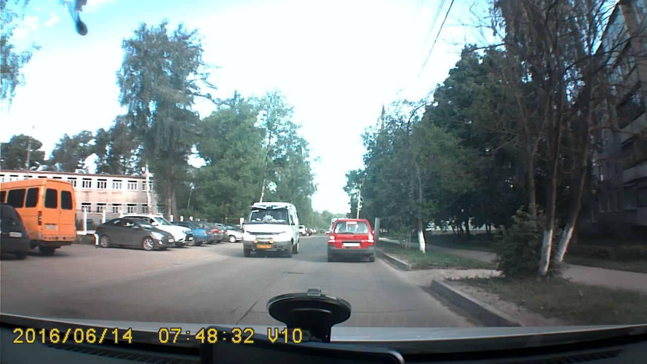 Проскочить не успел... Столкновение Mazda и Ford Focus в Новомосковске