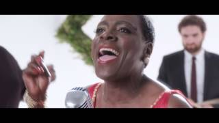 "Sharon Jones & the Dap-Kings ""White Christmas"""