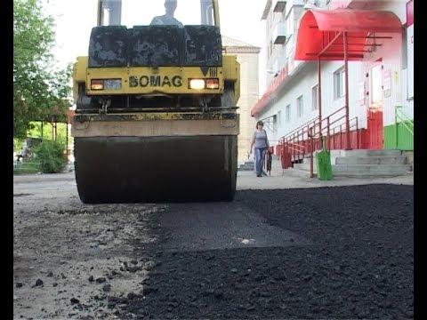 Восстановление асфальтового покрытия в городе.
