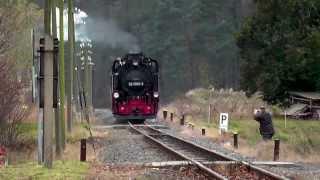 preview picture of video 'Dampfjäger Lößnitzgrundbahn Einfahrt Berbisdorf'