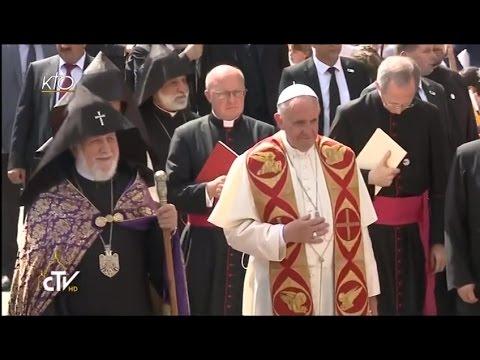 Le Pape François visite la cathédrale apostolique d'Etchmiadzin