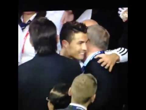 Ronaldo giật mình nhận ra Sir Alex trong đám đông