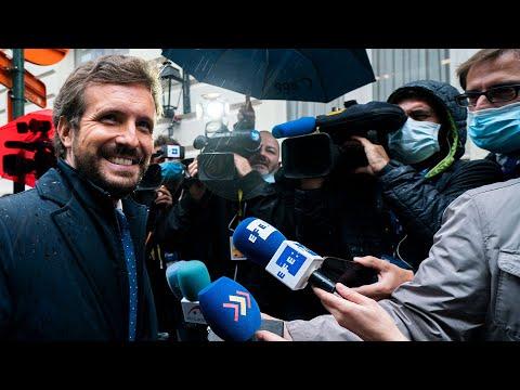 Pablo Casado atiende a los medios a su llegada a l...