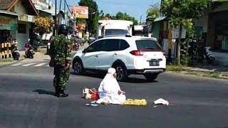 Penjelasan Kapolsek Sumbergempol soal Video Wanita Lakukan Salat di Perempatan Jalan di Tulungagung