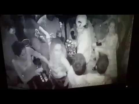 Con pistola en mano hombres inician pelea en discoteca de carretera a El Salvador 1